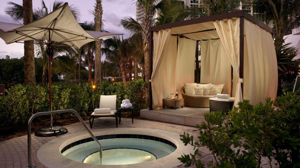 Rentals we 39 re excited about luxe event rental for Outdoor cabana designs